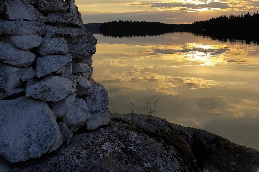 Kummeli auringonlaskun jälkeen